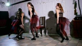 Σύγχρονη απόδοση χορού τεσσάρων χορευτών φιλμ μικρού μήκους