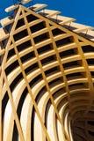 Σύγχρονη αρχιτεκτονική στην κολλημένη τοποθετημένη σε στρώματα ξυλεία Στοκ φωτογραφίες με δικαίωμα ελεύθερης χρήσης