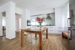 Σύγχρονη αρχιτεκτονική σχεδίου κουζινών εσωτερική στοκ εικόνες