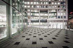 Σύγχρονη αρχιτεκτονική τη νύχτα στο Δαβίδ Pecaut Square, μέσα κεντρικός Στοκ Φωτογραφίες