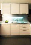 σύγχρονη βρύση κουζινών Στοκ Εικόνες