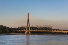 Σύγχρονη γέφυρα στη Βαρσοβία πέρα από τον ποταμό Vistula Στοκ φωτογραφία με δικαίωμα ελεύθερης χρήσης