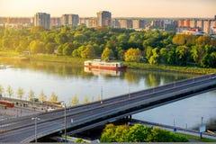 Σύγχρονη γέφυρα στον ποταμό Δούναβη στη Μπρατισλάβα Στοκ Εικόνες