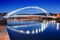 Σύγχρονη γέφυρα Plentzia τη νύχτα. Βασκική χώρα Στοκ φωτογραφία με δικαίωμα ελεύθερης χρήσης