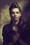 Σύγχρονη γυναίκα μόδας βράχου Στοκ Εικόνες