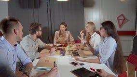Σύγχρονη επιχειρησιακή ομάδα που εργάζεται από κοινού απόθεμα βίντεο