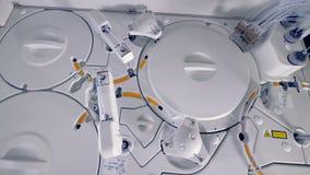 Σύγχρονη ιατρική εργαστηριακή συσκευή Βιο ρομποτική μηχανή υλικής δοκιμής απόθεμα βίντεο