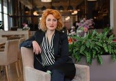 σύγχρονη και δυναμική γυναίκα Στοκ εικόνα με δικαίωμα ελεύθερης χρήσης