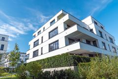 Σύγχρονη κατοικημένη κατασκευή στο Βερολίνο Στοκ εικόνες με δικαίωμα ελεύθερης χρήσης