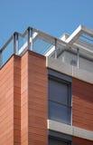 Σύγχρονη κεραμική πρόσοψη κτηρίου. Πορτοκαλί χρώμα Στοκ Φωτογραφία