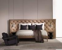 Σύγχρονη κομψή κρεβατοκάμαρα πολυτέλειας με το κρεβάτι δέρματος Στοκ φωτογραφία με δικαίωμα ελεύθερης χρήσης
