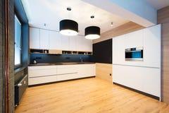 Σύγχρονο εσωτερικό κουζινών Στοκ εικόνες με δικαίωμα ελεύθερης χρήσης