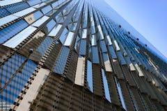 Σύγχρονη μεταλλουργική ξύστρα ουρανού Στοκ φωτογραφία με δικαίωμα ελεύθερης χρήσης