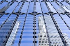 Σύγχρονη μεταλλουργική ξύστρα ουρανού Στοκ εικόνες με δικαίωμα ελεύθερης χρήσης