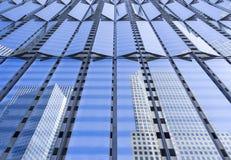 Σύγχρονη μεταλλουργική ξύστρα ουρανού Στοκ Φωτογραφία