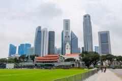 Σύγχρονη μητρόπολη στην όχθη ποταμού, Σιγκαπούρη στοκ φωτογραφίες