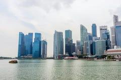 Σύγχρονη μητρόπολη στην όχθη ποταμού, Σιγκαπούρη στοκ εικόνες