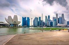 Σύγχρονη μητρόπολη στην όχθη ποταμού, Σιγκαπούρη στοκ φωτογραφία με δικαίωμα ελεύθερης χρήσης