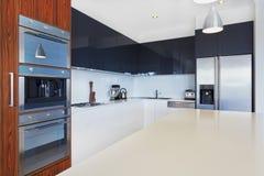 Νέα κουζίνα Στοκ φωτογραφία με δικαίωμα ελεύθερης χρήσης