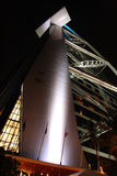 σύγχρονη νύχτα αρχιτεκτον& Στοκ Φωτογραφία