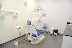 Σύγχρονη οδοντική πρακτική Οδοντική καρέκλα και άλλα εξαρτήματα στοκ εικόνες