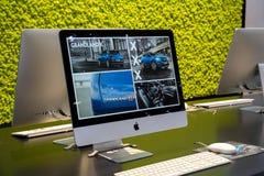 Σύγχρονη οθόνη της Apple iMac Στοκ εικόνα με δικαίωμα ελεύθερης χρήσης
