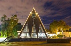 Σύγχρονη οικοδόμηση μουσείων του Βανκούβερ θαλάσσια εξωτερική σε Kitsilano τη νύχτα στοκ εικόνες με δικαίωμα ελεύθερης χρήσης