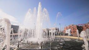 Σύγχρονη πηγή της Νίκαιας στο τετράγωνο πόλεων στο σταθμό φιλμ μικρού μήκους