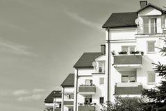 Σύγχρονη, πολυκατοικία πολυτέλειας μαύρο λευκό Στοκ Εικόνες