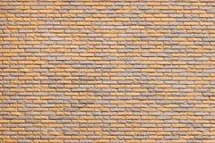 Σύγχρονη πρόσοψη με το διακοσμητικό ανοικτό καφέ χρώμα κεραμικών κεραμιδιών Τοίχος, σύσταση στοκ εικόνες