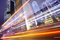 Σύγχρονη πόλη τη νύχτα στοκ εικόνα με δικαίωμα ελεύθερης χρήσης