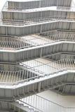 Σύγχρονη σκάλα εξόδων κινδύνου του γκρίζου χρώματος Στοκ Φωτογραφία