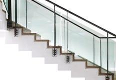 Σύγχρονη σκάλα με τις επιτροπές γυαλιού Στοκ Εικόνα