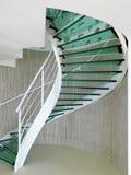 σύγχρονη σπειροειδής σκάλα γυαλιού Στοκ Φωτογραφίες