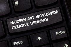Σύγχρονη τέχνη κειμένων γραψίματος λέξης παγκοσμίως δημιουργική σκέψη Επιχειρησιακή έννοια για το καλλιτεχνικό πληκτρολόγιο εκφρά στοκ εικόνες