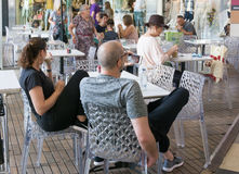 Σύγχρονη υπαίθρια λεωφόρος αγορών στο Ισραήλ Στοκ φωτογραφία με δικαίωμα ελεύθερης χρήσης