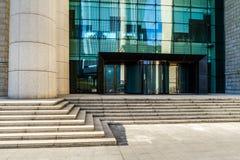 Σύγχρονη bulding είσοδος γραφείων Στοκ φωτογραφία με δικαίωμα ελεύθερης χρήσης