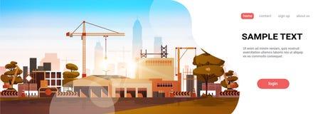 Σύγχρονοι γερανοί πύργων εργοτάξιων οικοδομής πόλεων που χτίζουν το επίπεδο αντίγραφο υποβάθρου οριζόντων ηλιοβασιλέματος εικονικ διανυσματική απεικόνιση