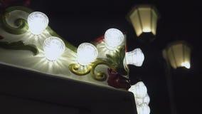 Σύγχρονοι λαμπτήρες και lampshades διακοσμήσεων ύφους απόθεμα βίντεο