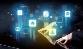 Σύγχρονος έξυπνος πίνακας με τα εικονίδια υψηλής τεχνολογίας στην οθόνη διεπαφών του στοκ εικόνες