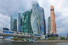 Σύγχρονος αρχιτεκτονικός σύνθετος της Μόσχα-πόλης και της γέφυρας Bagration στη Ρωσία στοκ εικόνα
