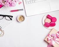 Σύγχρονος θηλυκός εργασιακός χώρος στοκ εικόνες με δικαίωμα ελεύθερης χρήσης