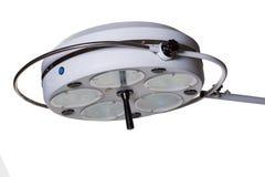 Σύγχρονος ιατρικός εξοπλισμός - λαμπτήρας χειρουργικών επεμβάσεων στο λειτουργούν δωμάτιο Στοκ εικόνες με δικαίωμα ελεύθερης χρήσης