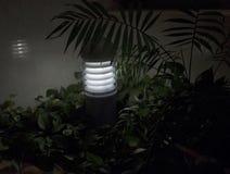Σύγχρονος κήπος που ανάβει το ηλεκτρικό φωτιστικό αλόγονου στοκ εικόνες με δικαίωμα ελεύθερης χρήσης