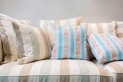 Σύγχρονος καναπές υφάσματος ύφους Στοκ Φωτογραφίες