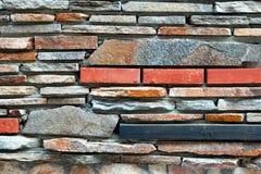 Σύγχρονος κεραμωμένος τοίχος από το φυσικό μικτό Stone Στοκ εικόνα με δικαίωμα ελεύθερης χρήσης