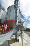 Σύγχρονος μεγάλος σιτοβολώνας Μεγάλα σιλό μετάλλων Στοκ εικόνα με δικαίωμα ελεύθερης χρήσης