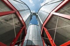 Σύγχρονος μεγάλος σιτοβολώνας Μεγάλα σιλό μετάλλων Στοκ Εικόνες