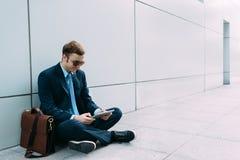 Σύγχρονος μοντέρνος επιχειρηματίας Στοκ φωτογραφίες με δικαίωμα ελεύθερης χρήσης
