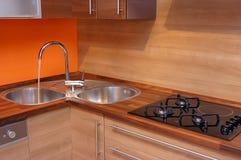 σύγχρονος ξύλινος κουζ&i Στοκ Φωτογραφία
